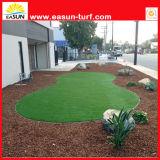 La hierba artificial de la calidad para la decoración del jardín, césped sintetizado, se divierte la hierba