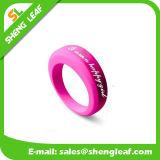 Forma personalizada que anuncia os anéis de dedo coloridos do silicone (SLF-SR018)
