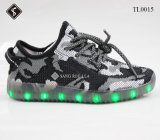 安い子供および大人LEDのスニーカーのスポーツの靴