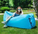 速く膨脹可能なキャンプのソファースリープの状態であること置かれた袋のバナナの寝袋