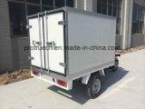 Triciclo com a caixa da isolação para a entrega dos alimentos