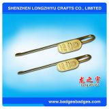L'or de signet en métal a terminé avec le logo fait sur commande dans la taille normale de signet