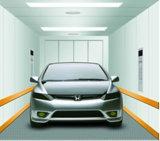Grand levage à la maison d'intérieur de garage de véhicule électrique