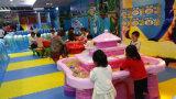 カニの遊園地装置-中心をしている4人の椅子の動きの砂表の子供が付いている運動砂の表示表