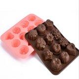 花の形のシリコーンのケーキ型のクッキーはチョコレートフォンダン型を形成する