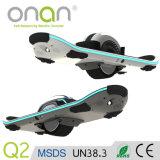 自己のバランスをとるスクーターの電気スケートのボード