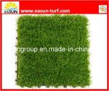 人工的な草の壁を自然見ること