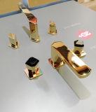 Double mélangeur de bassin de levier dans la couleur d'or
