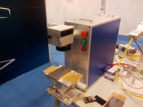 キーホルダーの写真フレーム20ワットの金属レーザーのマーキング機械またはファイバーレーザーのマーキングの価格