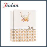 Отделка ткани поверхностная с смычком тесемки подгоняет бумажный мешок подарка покупкы