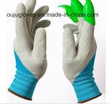 Женщины делают перчатки водостотьким сада когтей righthand инструментов работы выкапывая