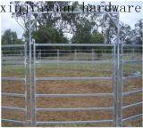 동물을%s 금속 가축 농장 담 또는 문
