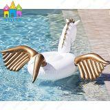 Поплавки бассеина фламингоов лебедя Пегас раздувного воздуха парка воды золотистые