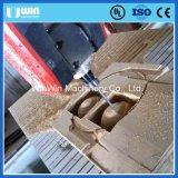Großes Formteil-Holz, das 5axis aufbereitet Mittel-CNC-Holzbearbeitung-Maschine schnitzt