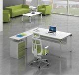 L branco e verde mesa de escritório do gerente da forma