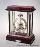 Reloj de mesa de madera hecha a mano