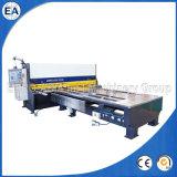 Máquina que pela de la guillotina del frente del CNC que introduce