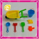 플라스틱 바닷가 차 장난감이 고정되는 바닷가 물통에 의하여 농담을 한다