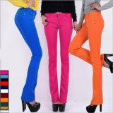Das mulheres Bell-Bottomed das calças de brim da cor dos doces roupa