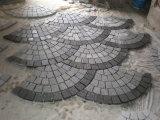 Cobblestone grigio del granito G603 G654 sulla maglia per la pavimentazione di paesaggio