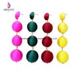 4人のカラー新しい方法普及したレトロの長いウールの球のふさの女性のイヤリングの宝石類