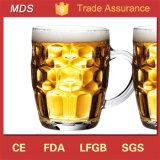 Birra formata fossette su speciale su ordine antiquata Stein