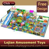 Cour de jeu d'intérieur de château vilain d'enfants (ST1406-11)