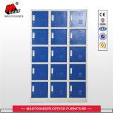 Le personnel de la vente en usine utilise un casier de rangement en métal de 15 portes