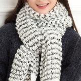 Sciarpa lavorata a maglia gioco del calcio acrilico superiore personalizzata di vendita calda del jacquard di disegno delle donne del jacquard di qualità dell'OEM della sciarpa del commercio all'ingrosso acrilico della fabbrica