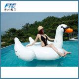 Associação do partido de feriado que nada o flutuador inflável da associação