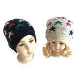 方法冬の子供の帽子の子供のための美しいPomsの帽子のがっしりした編まれた多彩な新型ヤーンの引き