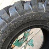 Industrieller Gummireifen 16.9-28 12.5/80-18 für Backhole Rad-Ladevorrichtung