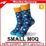 2017 neue bunte Socken-Masse-Großverkauf-Qualitäts-organische Baumwollstrickende FormMens kleiden lustige gekopierte Socke