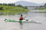 Tourisme du kayak avec la vitesse pour l'expédition