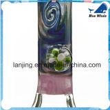 Rauchendes Glaswasser-Rohr mit Blumen-Dekoration