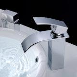 Wasserfall-kalte u. heiße Plattform eingehangener Badezimmer-Hahn