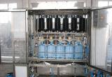 Ce Qgf-900 chaîne de production de Barreled de machine de remplissage de l'eau de bouteille de 5 gallons