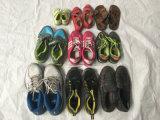 Используемые ботинки, вторая рука обувают экспорт высокого качества к Африке