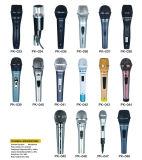 Mic&#160 tenu dans la main de câble par microphone dynamique ;