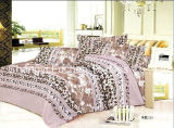 多または綿の明白で白い寝具の一定のコレクションの寝具