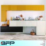 ヨーロッパ式の現代現実的な台所製品の戸棚の全セット
