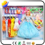 Verkäufe aller Arten Spielwaren mit schreiendem Hahn und Puppen