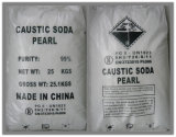 La soda cáustica con la perla y de copos de sosa cáustica