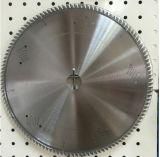 La circulaire de déchirure scie la lame avec l'essuie-glace pour la décoration