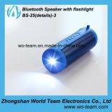 Mini altavoz portable de Bluetooth con la luz de destello fuerte del uso al aire libre
