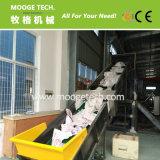 riesiger Plastikbeutel, der Maschine mit Schwachstrom aufbereitend sich wäscht