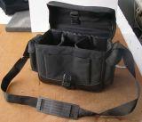 La cámara de vídeo del bolso de las cámaras digitales lleva el bolso