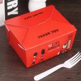 أخذت بعيد طعام يعبّئ صندوق