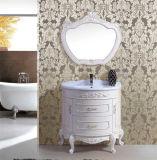 Assoalho da alta qualidade que está a vaidade do banheiro da antiguidade da madeira contínua