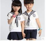 Los últimos uniformes escolares primarios y medios del desgaste del verano de los estudiantes